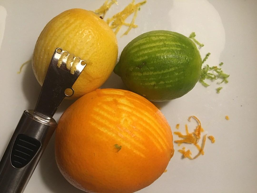 Zesteur, zeste snijder of citrus trekker