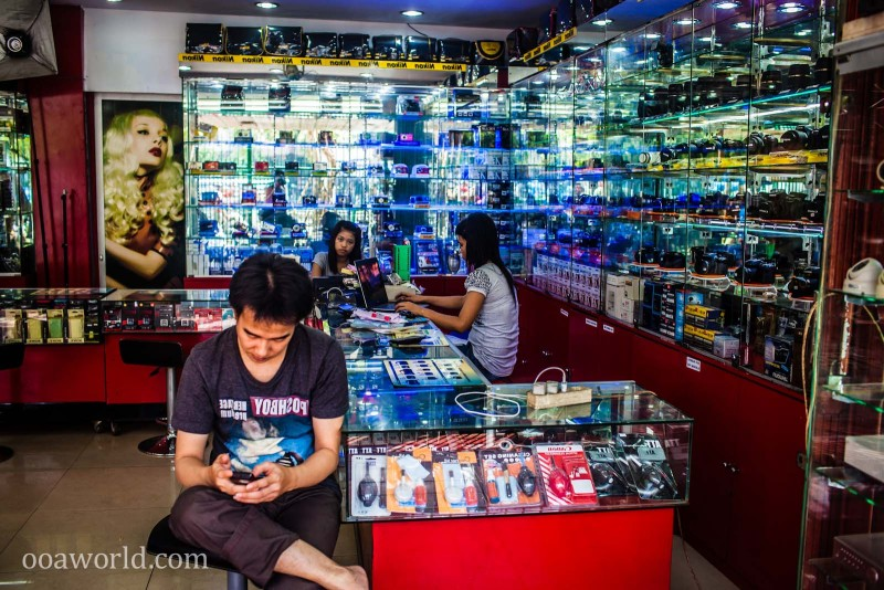 Electronics Shopping Jakarta Indonesia Photo Ooaworld