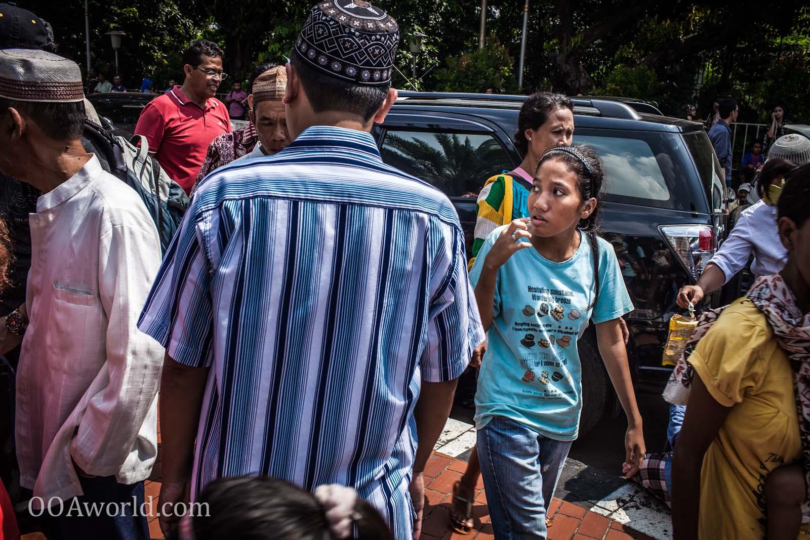 Masjid Istiqlal Front Crowd Photo Ooaworld