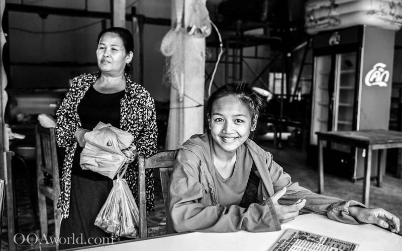 Mother Daughter Vang Vieng Laos Photo Ooaworld