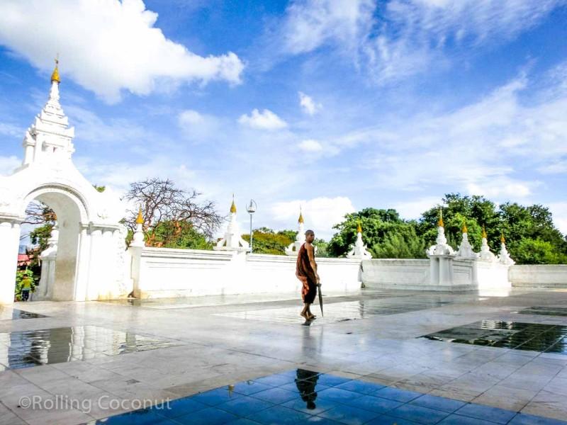 Monk Maha Atulawaiyan Pagoda Mandalay Myanmar Photo Ooaworld