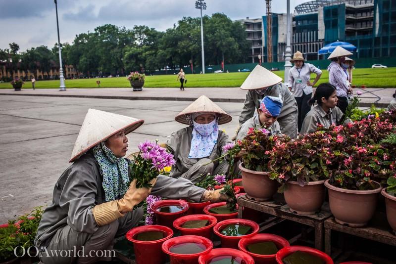 Vietnam State Workers Hanoi Photo Ooaworld