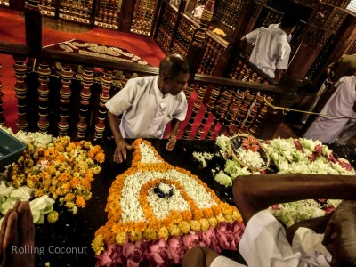 Kandy Temple Tooth Flower Arrangement Sri Lanka ooaworld Rolling Coconut Photo Ooaworld