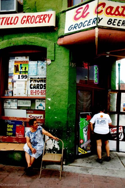 El Paso, Castillo grocery