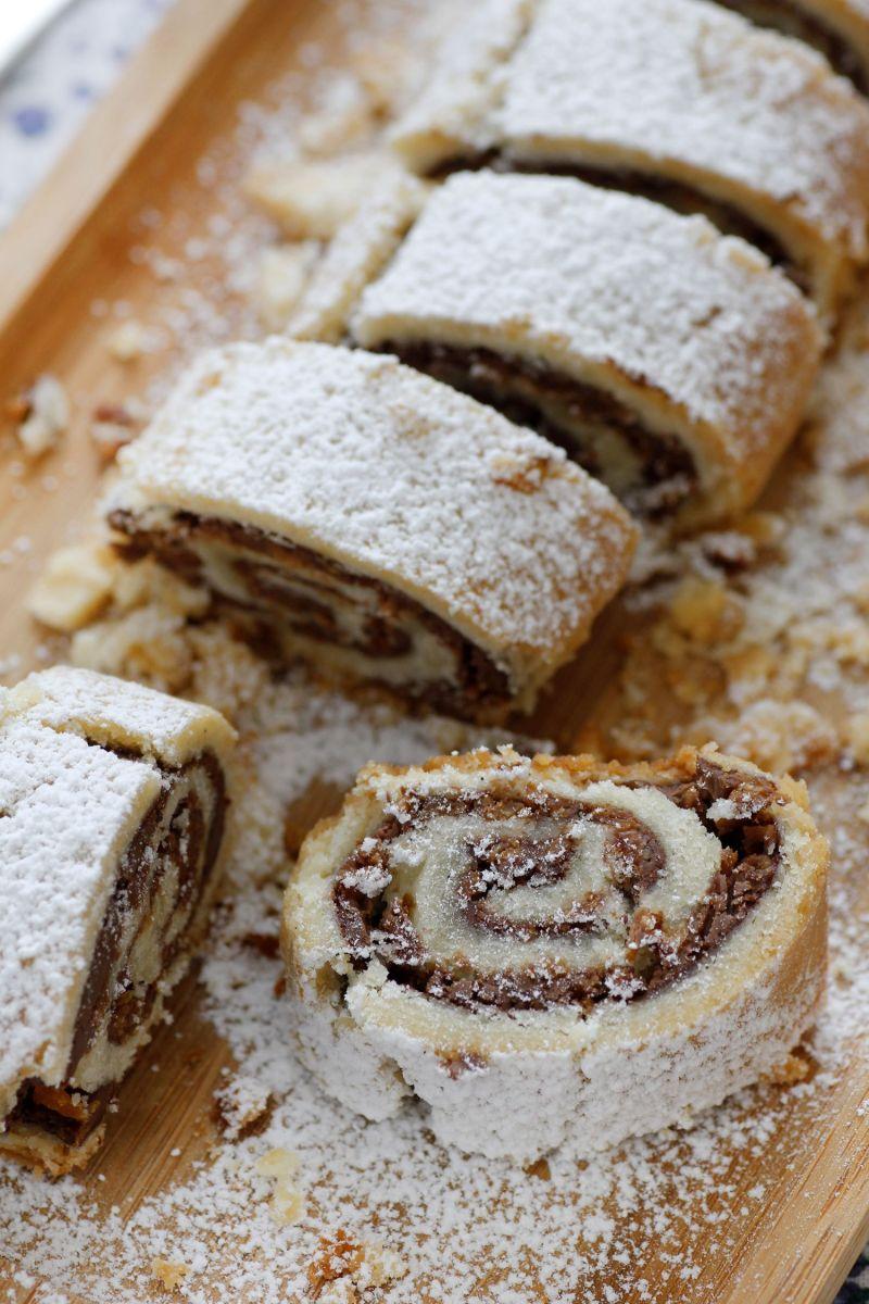 עוגיות מגולגלות במילוי שוקולד וקוקוס