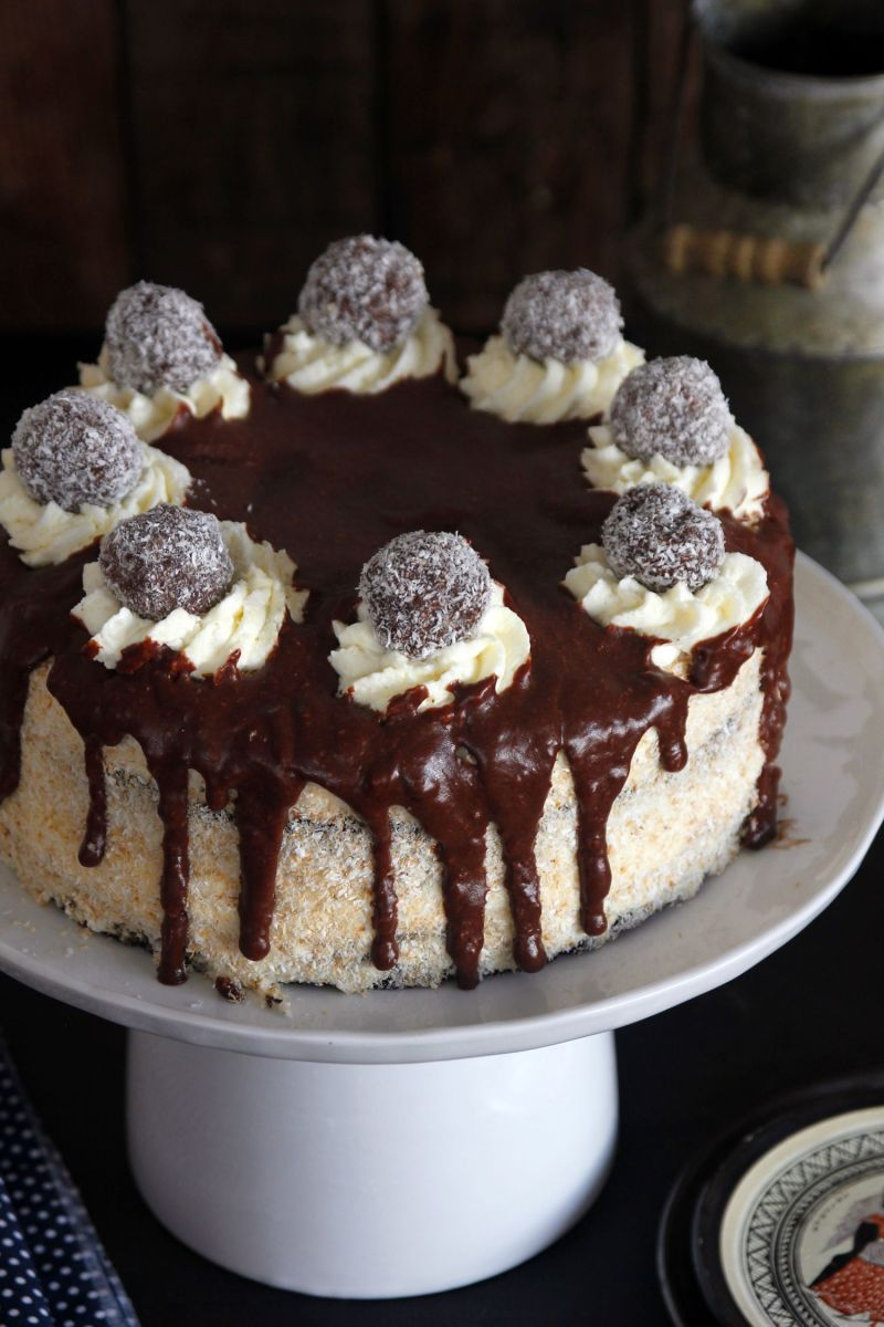 עוגת שוקולד וקוקוס בשכבות