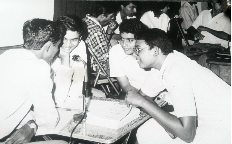 Author, back to camera. KQA Anniversary Open Quiz 1988. Team Venceremos: Bharat Patil, Shakish Acharya and Anjan SHah