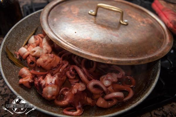 Polipetti in cottura - La forchetta sull'atlante