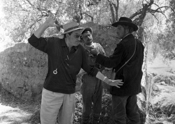 Ciminna_ Luchino Visconti spiega la scena a Burt Lancaster