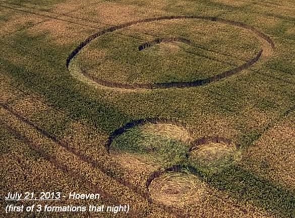 Primero de 3 nuevas formaciones que se encuentran por Robbert & Roy en la noche del 21 de julio-esta vez en el mismo campo que los pequeños círculos 14 de julio.  Foto: Ronald Sikking