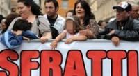 Caro Operai Contro, 50.700 persone senza fissa dimora in Italia, erano 47.648 nel 2011. I dati dell'Istat dicono che, la perdita del lavoro è il motivo principale di chi perde la casa. Renzi col Jobs Act, ha quindi dato un colpo letale in questo senso. L'opera demolitoria del governo Renzi contro i più deboli non conosce limiti. A Cagliari due donne disabili, di cui una totalmente invalida, hanno ricevuto l'avviso di sfratto. Renzi riconferma la sua fama di rottamatore: prometteva di rottamare la vecchia politica, invece rottama gli operai e gli strati socialmente più deboli. Vi mando un articolo […]