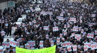 Scontri fra migliaia di manifestanti, che protestavano per le vignette satiriche di Charlie Hebdo, e la polizia afghana sono avvenuti ieri a Kabul con un bilancio di almeno 24 feriti. Durante la dimostrazione, sono stati sparati numerosi colpi d'arma da fuoco che hanno aggravato il bilancio dei feriti, di cui 17 sono agenti delle forze dell'ordine al servizio degli occupanti. I politici occidentali che avevano sfruttato i fatti di Parigi per ergersi a difensori della libertà hanno rafforzato i giovani mussulmani Un osservatore Facebook Comments