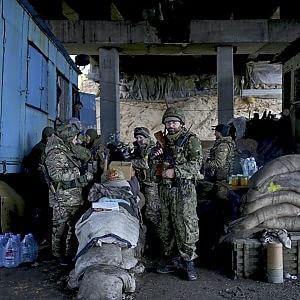Caro Operai Contro, gli Usa stanno valutando la possibilità di fornire armi all'esercito di Kiev per un valore di tre miliardi di dollari: una mossa che rischia di irritare ulteriormente Mosca – a sua volta accusata di sostenere militarmente i separatisti – e di arroventare ancor di più il conflitto nel sud-est ucraino. A darne notizia è il New York Times, proprio mentre il leader dell'autoproclamata repubblica di Donetsk, Alexander Zakharcenko, annuncia un'imminente mobilitazione generale che rinforzera' le file dei ribelli facendo arrivare a 100.000 il totale dei miliziani pronti a combattere. Forse un modo per mascherare nuovi arrivi […]