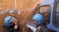 """Redazione di Operai Contro, Sulla felpa, Matteo Salvini questa volta ha fatto scrivere """"Zena"""", ma non è gli servito. Puntuale, alle 10.30, è entrato nel Teatro della Gioventù tra due ali di poliziotti in assetto antisommossa che lo proteggevano dall'assalto dei centri sociali. Incurante delle urla """"Lega fascista"""", """"Fascisti carogne, tornate nelle fogne"""" e """"Via la Lega dalla città"""", il sorridente segretario della Lega ha incoronato Edoardo Rixi, vice segretario del partito e candidato alla presidenza della Regione Liguria, davanti ad una platea di circa 500 fedelissimi. C'era anche l'estrema destra al convegno leghista. Proprio dove i giubbotti neri […]"""