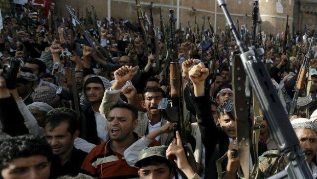 Redazione di operai contro, gli aerei da guerra della coalizione araba a guida saudita hanno bombardato la capitale yemenita nell'intervento militare contro i ribelli sciiti Houthi. I sauditi da sempre al servizio degli USA hanno imparato da questi (gli istruttori degli aviatori sono americani) a bombardare e fare stragi di civili i leccaculo dei padroni nostrani che invocano ad ogni secondo i bombardamenti sono muti Il bombardamento aereo è il vero terrorismo contro i civili Le stragi di civili sono pulite I magistrati italiani incriminerebbero il Sig La Bomba Un lettore Facebook Comments