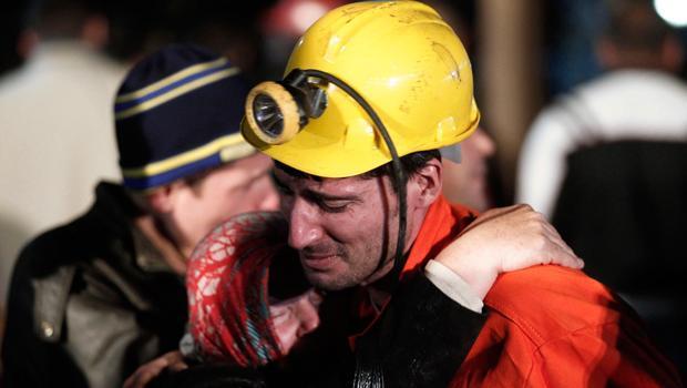 """Quartiere Soma di Manisa di 301 minatori faciayl circa 8 detenuti hanno perso la vita 46 imputati hanno ascoltato Cuneyt Sualp come vittime della audizione di oggi del caso, """"Io sono disoccupato da due anni. Sto guardando due bambini a. Preso in prestito soldi qui, sono venuto a l'udienza. Questo è il motivo per cui lamentarsi Mi fermo in corso """", ha è stato segnato. Nelle parole della sala aveva espresso rammarico che Sualp anche dal capoturno che la band si fermò per un minatore, mi ha detto che aveva visto nei suoi occhi che è stato picchiato. Il […]"""