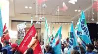 """Caro Operai Contro, i sindacalisti pantofolai hanno deciso di andare col cappello in mano dai parlamentari a chiedere il loro intervento per """"rivedere il calendario delle aperture natalizie"""" all' Oriocenter, il megacentro commerciale alle porte di Bergamo. In realtà gli operai e i lavoratori che vogliono riprendersi le festività, devono puntare sulla lotta, dichiarando sciopero di 24 ore per ogni festività che decidono di riprendersi. Certo la festività diventerebbe un giorno di lotta, ma questo è il linguaggio da usare con i padroni. Lo sciopero """"pesa"""" nella busta paga, ma è sempre stato il prezzo che gli operai hanno […]"""