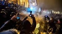 """Sesto giorno di proteste contro Viktor Orban a Budapest. Orban è il Salvini dell'Ungheria. Operai, Salvini prende a pretesto le scelte di Orban affermando che il governo M5S- Lega va nella stessa direzione del governo di Orban. La mobilitazione di piazza contro il regime di Orban è stata innescata dalla cosiddetta """"legge schiavista"""", il provvedimento con il quale il governo di Fidesz – che ha fatto per anni della guerra agli immigrati il suo cavallo di battaglia – ha imposto una legge che prevede fino a 400 ore di straordinario in più all'anno per far fronte alla mancanza di […]"""