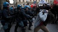 Operai, ormai è un fatto evidente. I disoccupati protestano a Napoli. La polizia manganella i disoccupati. I comitati antifascisti protestano a Modena. La polizia è pronta a manganellare. I no TAV vogliono partecipare al corteo del 1 Maggio a Torino. La polizia è pronta. A Firenze c'è una protesta contro un comizio di Matteo Salvini. La polizia è pronta a ristabilire la democrazia manganellando. In tutte le città appaiono striscioni contro il ministro degli interni Matteo Salvini. la polizia porta le scale per levare gli striscioni e fare denunce. A Siracusa il prefetto vieta le proteste degli operai. A […]