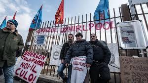 """26 giugno 2018, dichiarazioni esultanti di sindacalisti e politici: """"la fabbrica non chiude e si reindustrializzerà"""". Oggi, 29 novembre 2019, si rivela una truffa: la fabbrica è vuota e gli operai allo sbando."""
