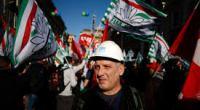 """La famosa """"settimana di mobilitazione per il lavoro"""" è iniziata con la manifestazione  a  Roma del 10 dicembre. Una parata sindacale con pochi operai e tante bandiere. Così vogliono i Confederali, non vogliono che si disturbino il padrone e il governo, così nelle loro mani la lotta ai licenziamenti diventa una sceneggiata."""
