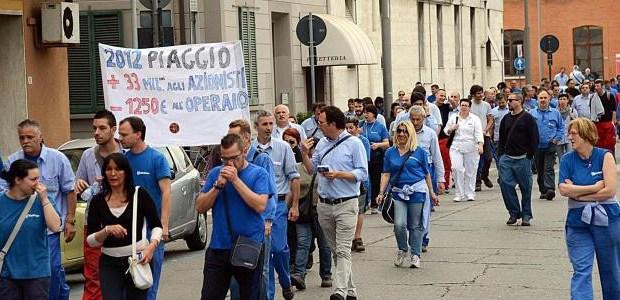 Marco Camparini non accetta le critiche, tratta col padrone Piaggio senza ascoltare gli operai. Vuole imbavagliarli con misure disciplinari. Ha deciso, come loro stessi denunciano, di cancellare la FIOM dalla più grande fabbrica del centro Italia.