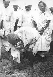 Gandhi bryter mot saltlagen