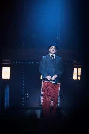 Satyagraha cirkusopera på Folkoperan
