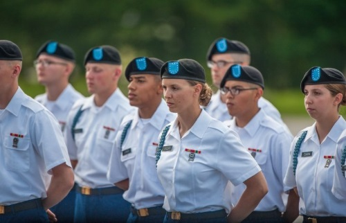 women can signup for army airborne school