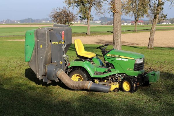 john-deere-ride-on-mower-tractor-commercial-vehicle-agriculture-agricultural-machinery