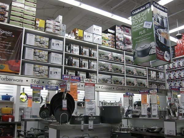 800px-Cookware_section_of_Bed_Bath_&_Beyond