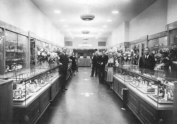 640px-1939_-_Kay_Jewelers