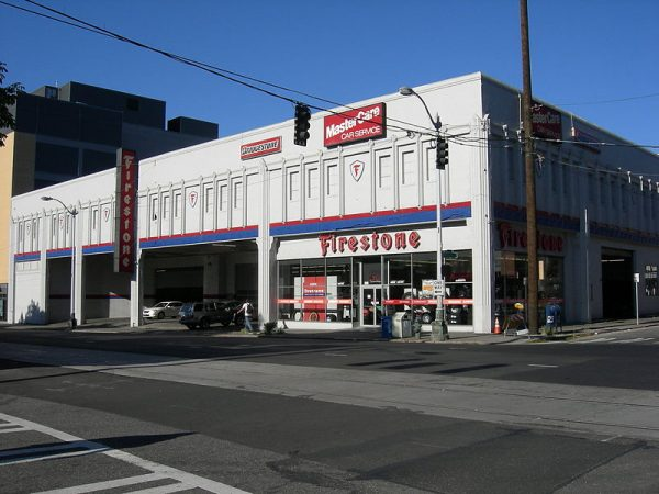 800px-Seattle_-_Westlake_-_Firestone_01