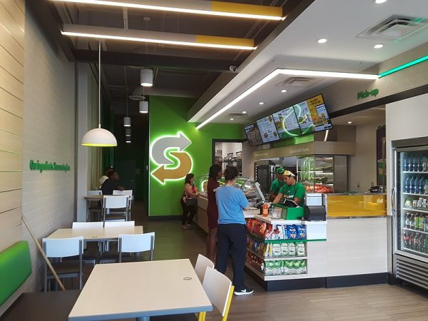 800px-Counter_and_customers,_new-style_Subway_restaurant