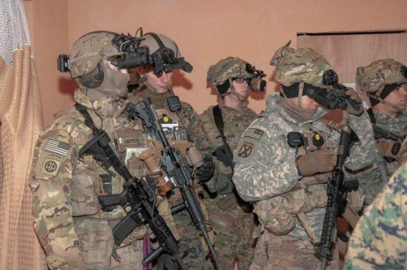 army soldier wearing the envg-b helmet mount