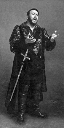 Luciano Pavarotti as Manrico