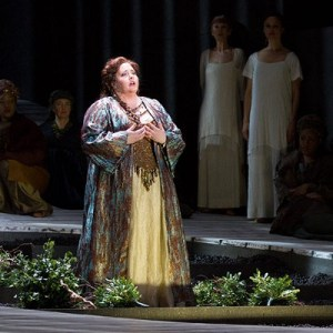 Angela Meade as Norma (photo: Scott Suchman for Washington National Opera)