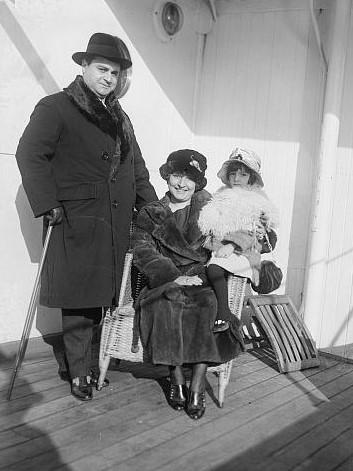 Beniamino Gigli with family