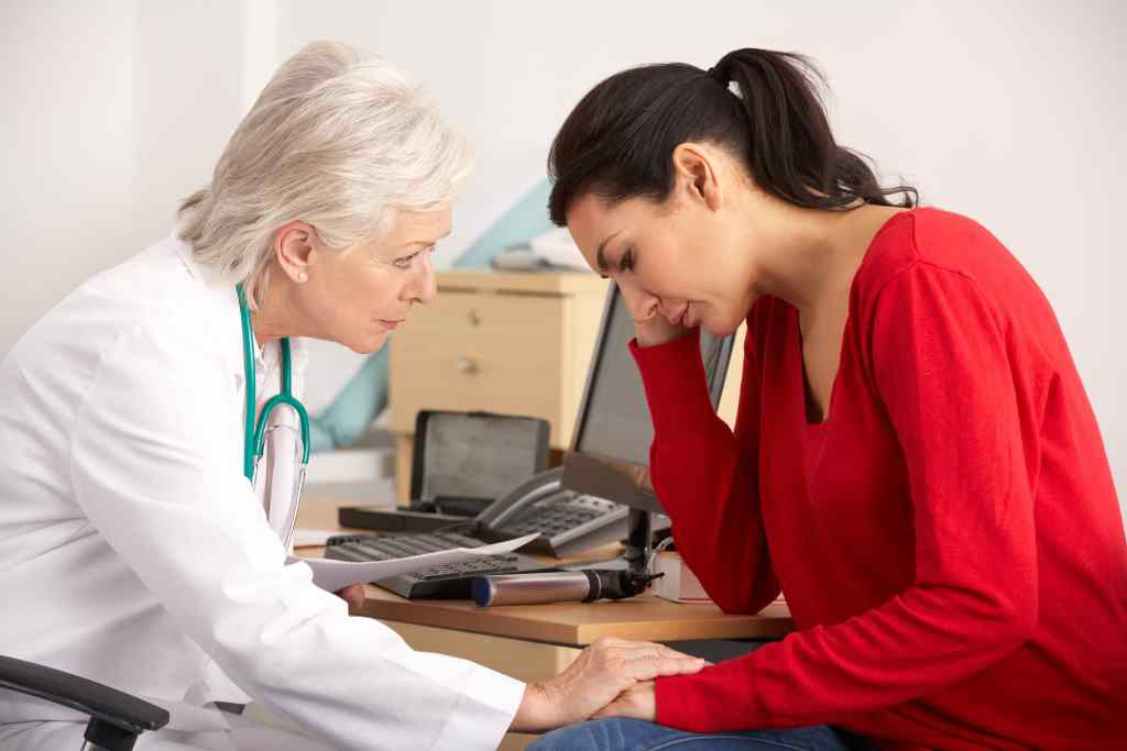 Female doctor and female patient discuss how to diagnose and treat opioid-induced hyperalgesia