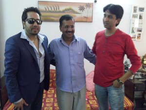 Arvind Kejriwal with Mika and Kumar Vishwas