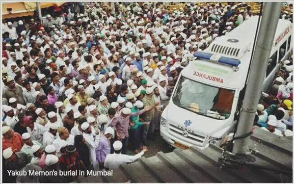 Crowd gathered to receive the dead body of Yakub Memon