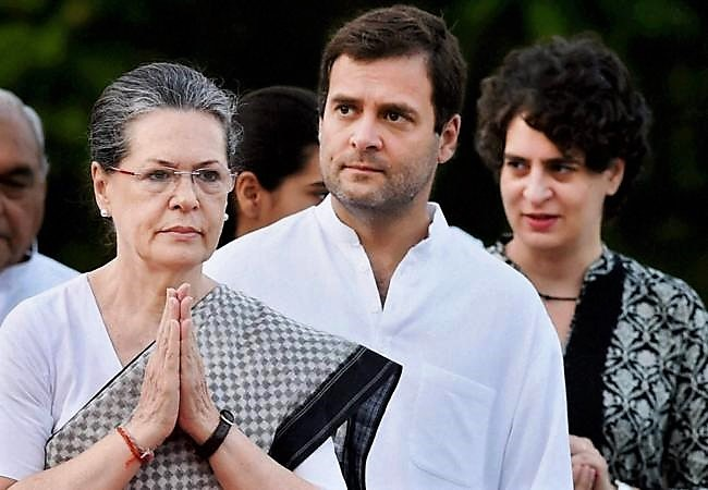 Congress is sinking, but still not questioning the leadership of the Gandhis