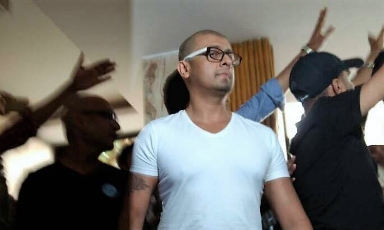 The shaved head of Sonu Nigam mourns the death of 'secularism' in India