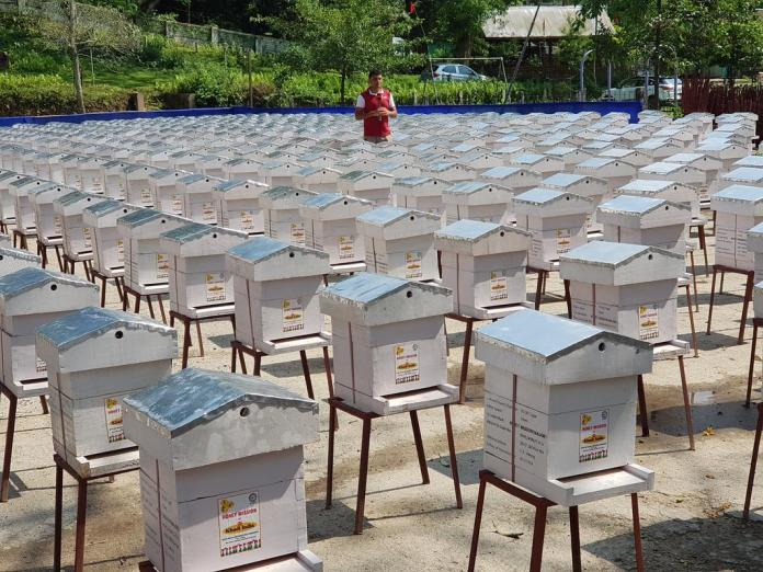 KVIC targets to distribute 1,30,000bee boxes in country by November 2018