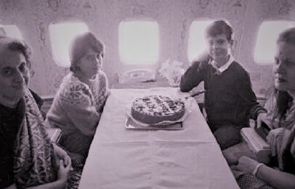Nehru Gandhi family celebrates birthday in aeroplane