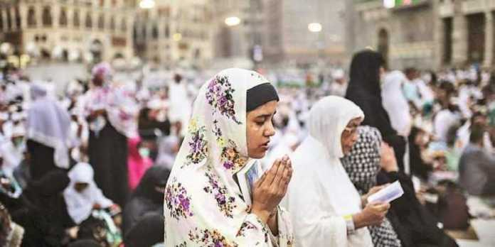Muslim clerics in Kerala say women should pray inside their homes