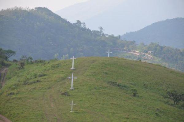 Order to demolish and remove cross