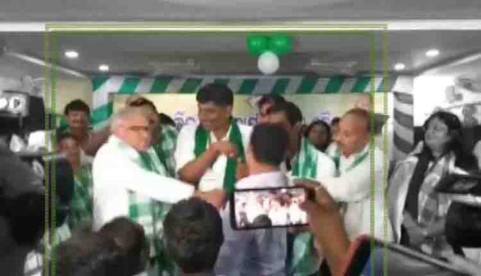 BJD MP Chandrasekhar Sahu caught on camera slapping a party worker