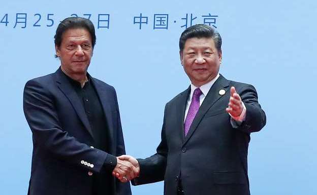 China snubs Pakistan ahead of Modi-Xi meet, announces support for bilateral resolution in presence of Imran Khan