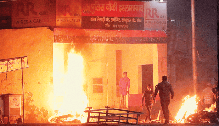 25 RAF soldiers were trapped inside Islamabad police station before setting it on fire by the violent anti-CAA rioters in Meerut